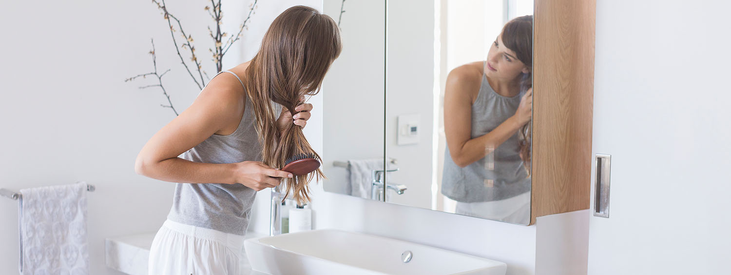 1500x564_woman-brushing-her-long-hair