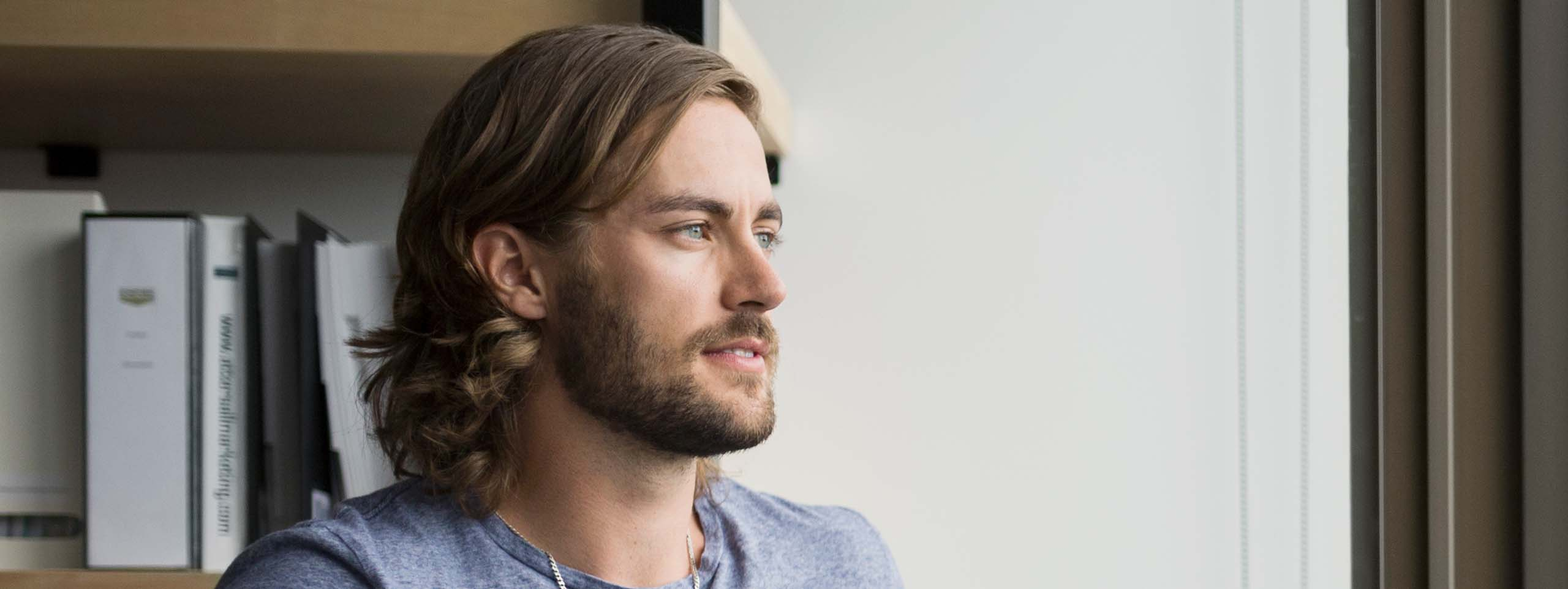 2560x963_man-with-shoulder-length-hair-and-beard