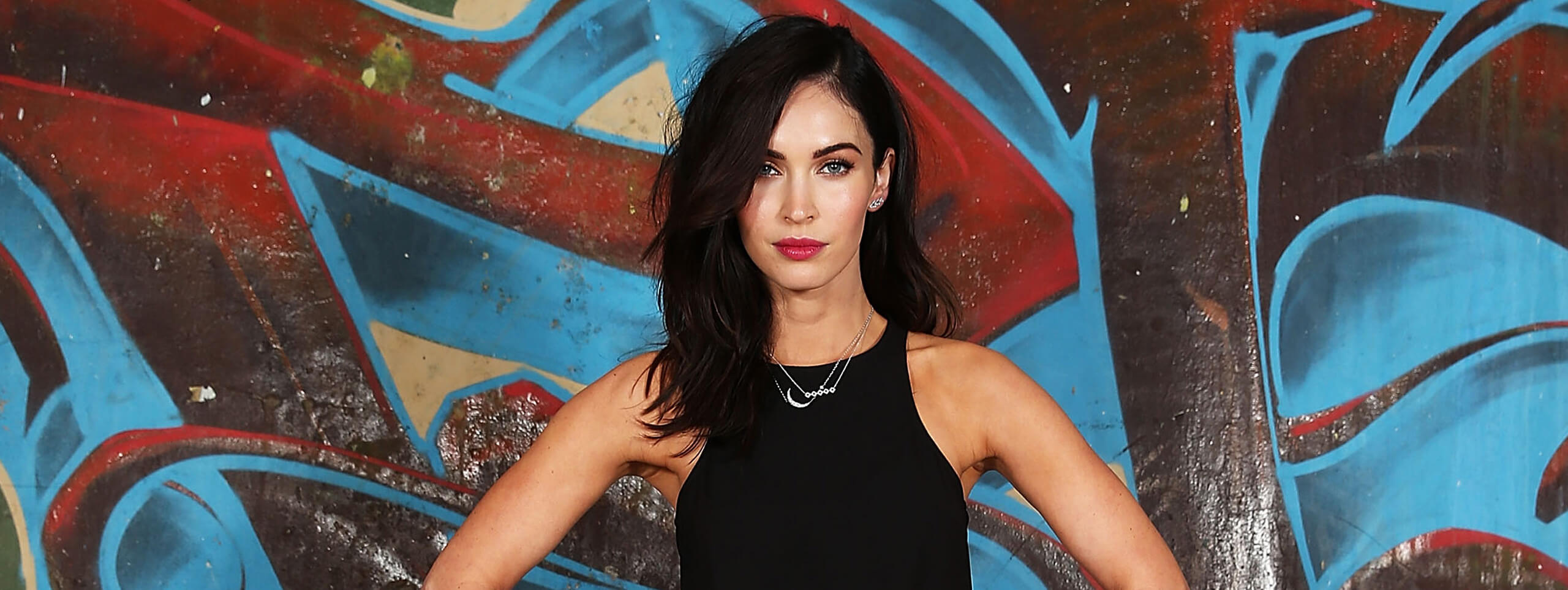 Color cabello negro Megan Fox
